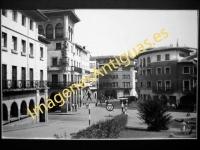 Guernica - Calle Adolfo Urioste y Banco de Vizcaya