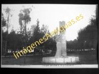 Ponferrada - Parque. Estatua a Gil y Carrasco